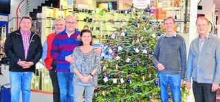 Kinderheim Weihnachtsgeschenke.Ein Weihnachtsbaum Für Das Kinderheim
